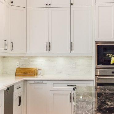 White Kitchen – Oakville Home